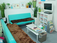 整骨院の待合室のソファー